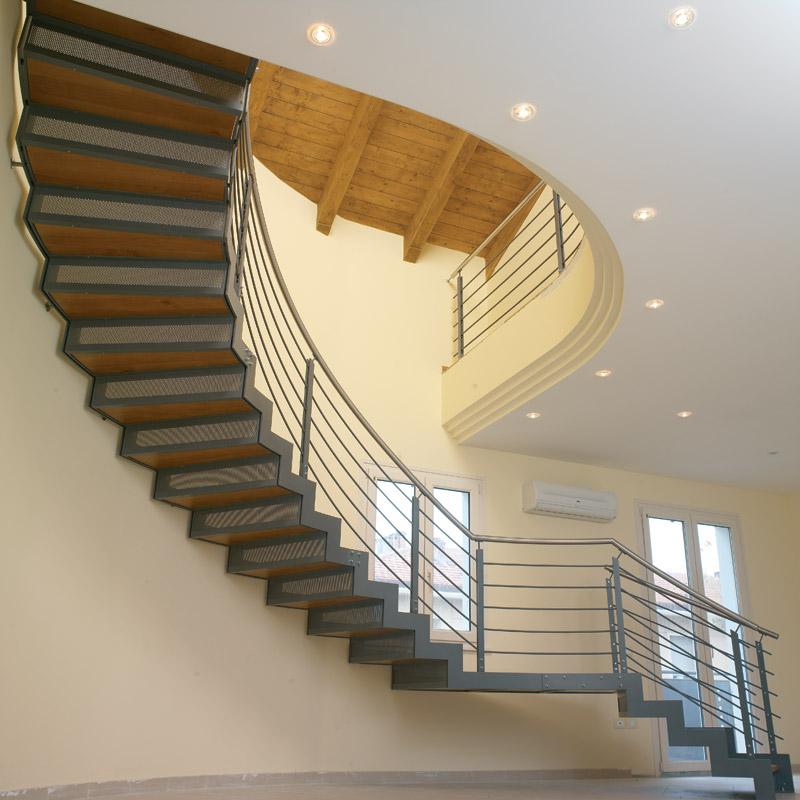 Lucacrea progettazione realizzazione e posa in opera di scale e complementi d 39 arredo in ferro - Progettare scala interna ...